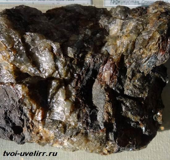 Фаялит-камень-Свойства-применение-и-цена-фаялита-1