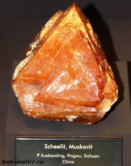 Шеелит-минерал-Свойства-применение-фото-и-цена-шеелита-3