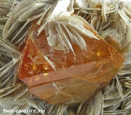 Шеелит-минерал-Свойства-применение-фото-и-цена-шеелита-4
