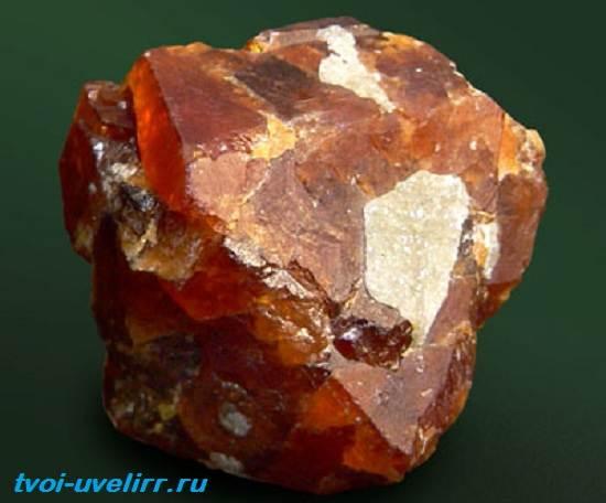 Шеелит-минерал-Свойства-применение-фото-и-цена-шеелита-5