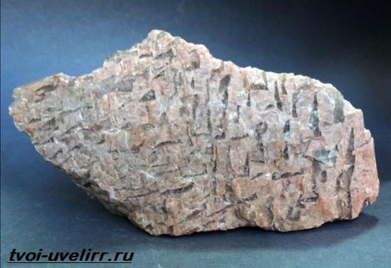Пегматит-камень-Описание-свойства-и-применение-пегматита-1