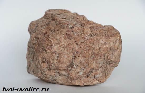 Пегматит-камень-Описание-свойства-и-применение-пегматита-3