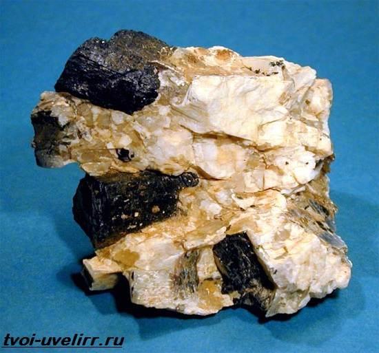 Пегматит-камень-Описание-свойства-и-применение-пегматита-4