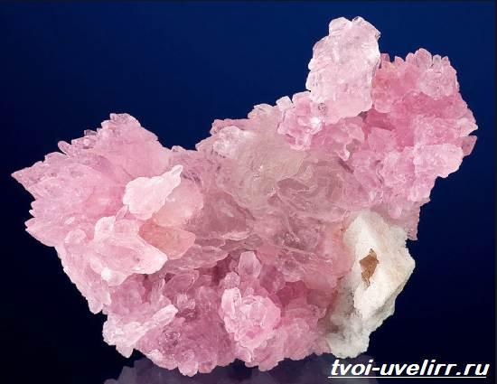 Что-такое-розовый-кварц-Свойства-добыча-применение-и-цена-розового-кварца-1