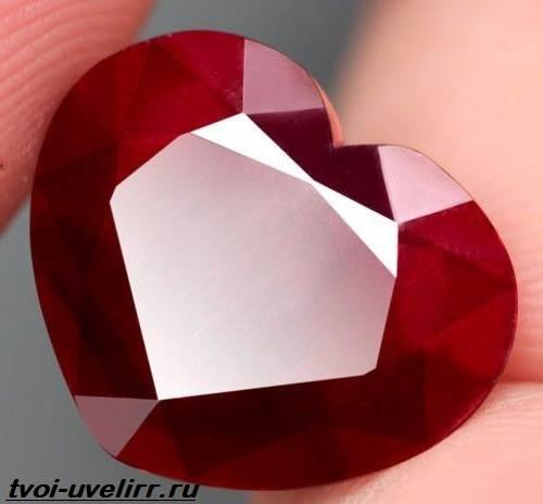 Что-такое-рубин-Свойства-добыча-применение-и-цена-рубина-8