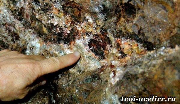 Султанит-камень-Описание-свойства-применение-и-цена-султанита-6