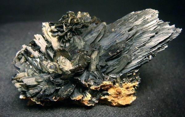 Вивианит-минерал-Описание-особенности-состав-и-применение-вивианита-1