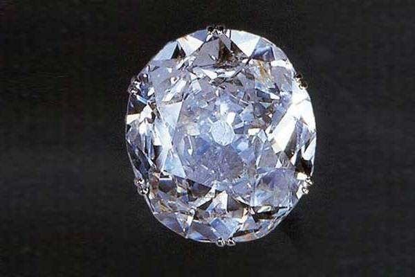 Виды-белых-драгоценных-камней-и-их-особенности-1