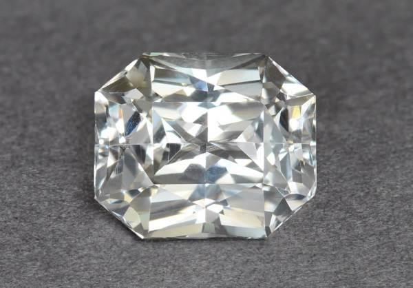 Виды-белых-драгоценных-камней-и-их-особенности-4